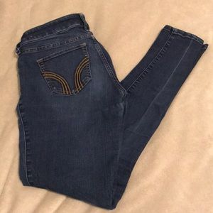 Hollister medium/dark wash skinny jeans